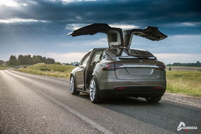 Tesla-Model-X-1