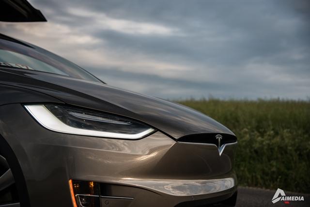 Tesla-Model-X-13