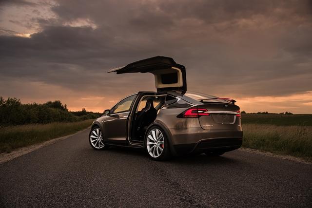 Tesla-Model-X-5