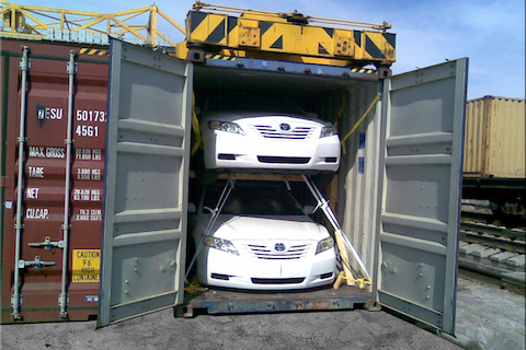 automobiliu-transportavimas-konteineriais
